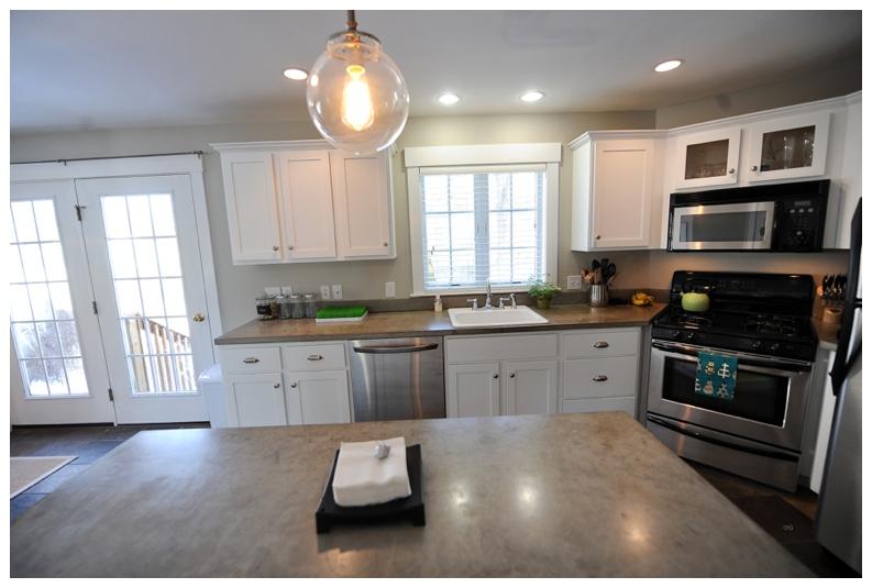 kitchen 2516.jpg