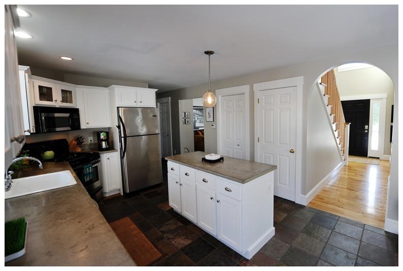 kitchen 2518.jpg